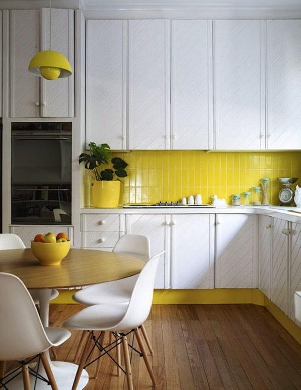 Yellow kitchen backasplash